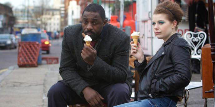 L'inspecteur John Luther (Idris Elba) et Jenny Jones (Aimée Ffion Edwards) dans