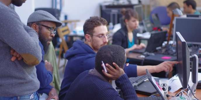 Dans les locaux de Simplon.co, fabrique de codeurs solidaires.