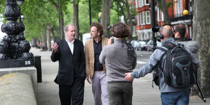 François Busnel en compagnie de l'écrivain britannique William Boyd (à gauche) dans les rues de Londres.