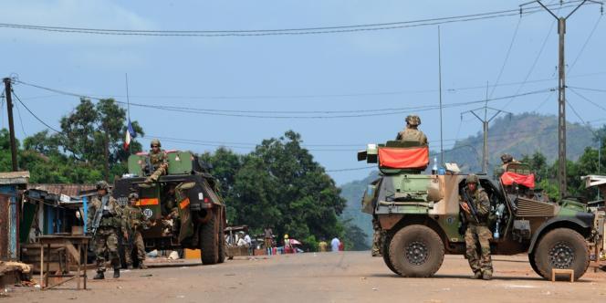 Des soldats français de l'opération Sangaris, dans le nord de Bangui, la capitale centrafricaine, le 10 décembre 2013.