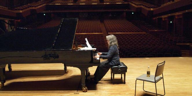La pianiste Martha Argerich pendant les répétitions.