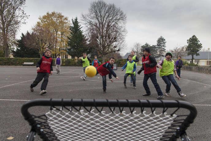 Une partie de tchoukball, à l'école Henri-Sellier de Colombelles le 3 décembre.