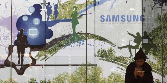 Sur le marché mondial des smartphones la part de marché de Samsung était, en volume, de 32,1 % au troisième trimestre 2013, loin devant Apple (12,1 %).