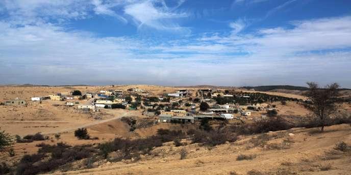 Près de la moitié de 260 000 Bédouins d'Israël vivent dans des villages non reconnus par l'Etat, souvent sans aucune infrastructure moderne et dans une grande pauvreté.