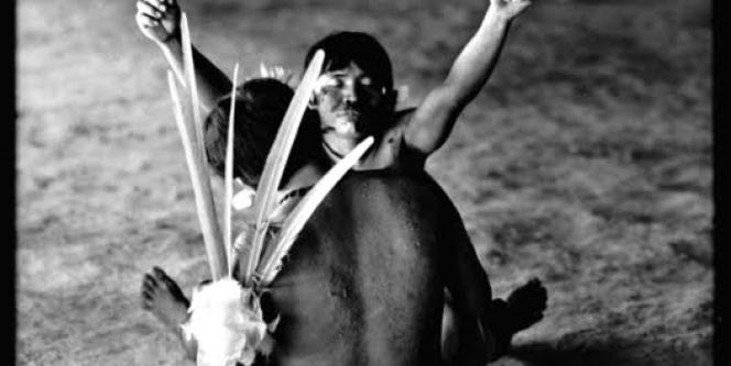 Séance chamanique chez les Indiens Yanomami de la communauté de Watoriki, de l'Etat de Roraima, Brésil, en décembre 2002