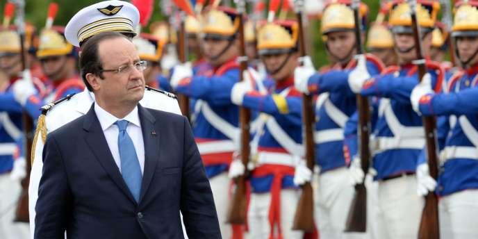 François Hollande reste trente heures au Brésil alors que François Mitterrand s'y était arrêté presque une semaine en 1985. Les déplacements présidentiels à l'étranger ont bien changé.