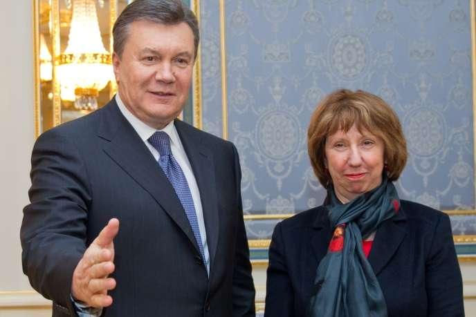 Le président ukrainien Viktor Ianoukovitch et la chef de la diplomatie européenne Catherine Ashton, à Kiev, mardi 10 décembre 2013.