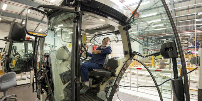 Le site d'assemblage des cabines de tracteurs Massey Fergusson, à Beauvais, en septembre. L'américain AGCO a décidé de faire de Beauvais la « capitale mondiale » de Massey Ferguson, sa marque phare.