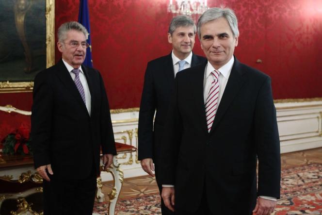 Le président autrichien Heinz Fischer reçoit les chefs du parti social-démocrate autrichien SPO et le chancelier Werner Faymann, le 13 décembre 2013.