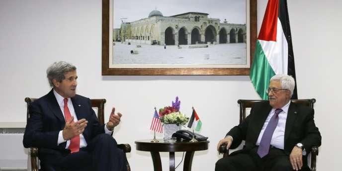 John Kerry et Mahmoud Annas lors de leur rencontre le 12 décembre à Ramallah.