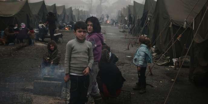 Des réfugiés syriens dans un camp à Harmanli, en Bulgarie, fin novembre 2013.