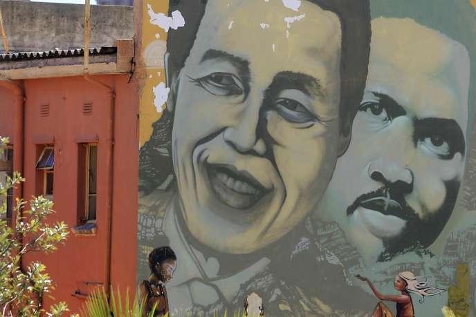 Portrait géant du militant anti-apartheid Steve Biko sur le mur d'un immeuble du Cap photographié en mars 2013. Le souvenir de l'homme, mort en 1977 en prison, que tous juge exceptionnel, est encore vif en Afrique du Sud.