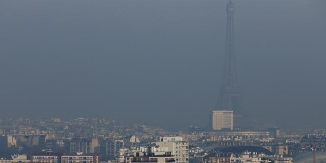 Paris sous un voile de pollution, en décembre 2013.