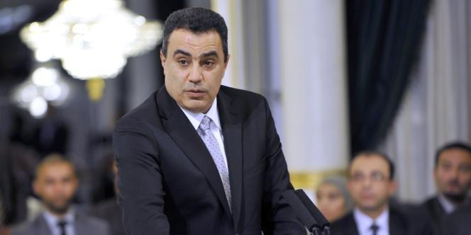 Mehdi Jomâa, relativement méconnu du grand public, prend la tête d'un gouvernement intérimaire jusqu'à la tenue d'élections en 2014.