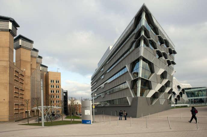 Faculté d'ingénierie et d'informatique, sur le campus de l'université de Coventry.