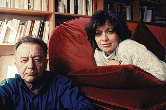 Elisabeth Lévy aime s'entourer d'hommes, dont certains furent ses mentors, à commencer par l'essayiste Philippe Muray, disparu en 2006.