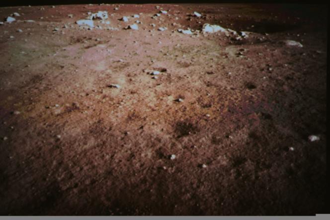 Photo de la surface lunaire prise par la sonde spatiale chinoise qui a aluni samedi 14 décembre.