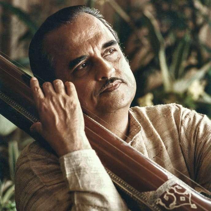 Le chanteur indien Dinkar Kaïkini.