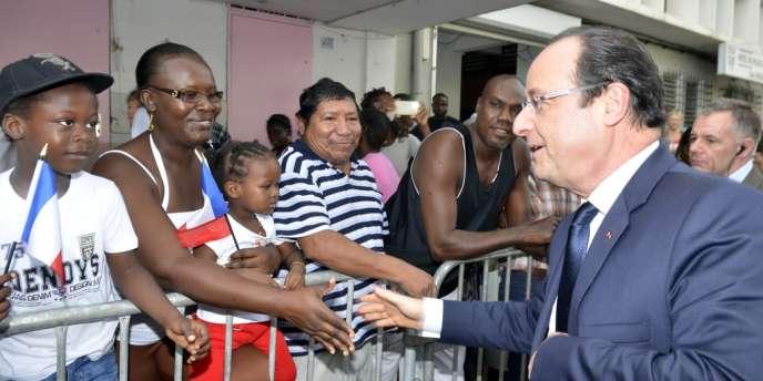 Il est des mots qu'il est rare d'entendre dans la bouche de François Hollande. Le mot « émotion », par exemple, utilisé à de multiples reprises au centre spatial de Kourou, samedi.