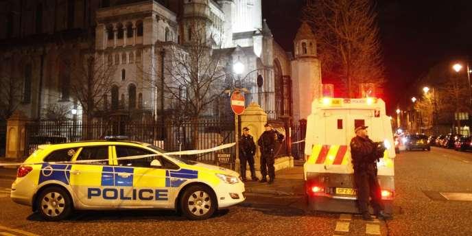 L'explosion a eu lieu dans un autre endroit du quartier central de Cathedral Quarter qui compte nombre de bars et de restaurants et était particulièrement fréquenté du fait des achats de Noël.