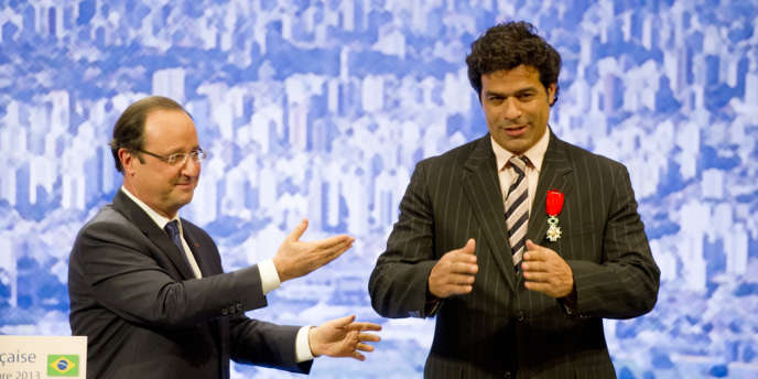 Le Brésilien Raï, salué par le président François Hollande, le 12 décembre à Sao Paulo.