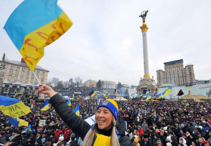 Plusieurs centaines de milliers de personnes ont de nouveau protesté contre la décision du président Ianoukovitch d'abandonner un accord avec l'Union européenne.