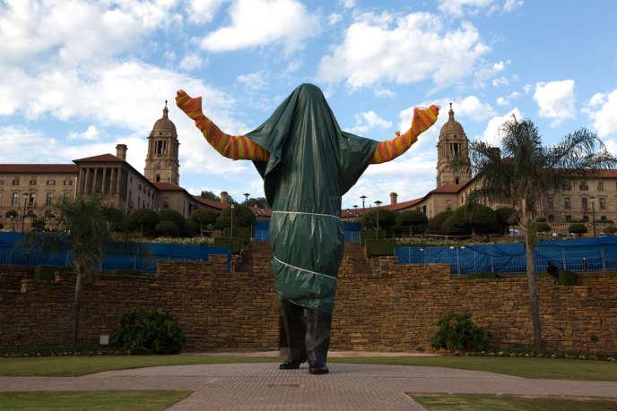 A Pretoria, le 13 décembre, la statue voilée de l'ancien président sud africain enterré ce dimanche sera découverte lundi à l'issue de 10 jours d'hommage.