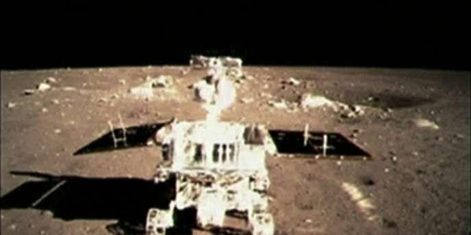 Le robot d'exploration « Lapin de jade » a été déployé plusieurs heures après l'alunissage de la sonde spatiale « Chang'e-3 ». Une première en trente-sept ans.