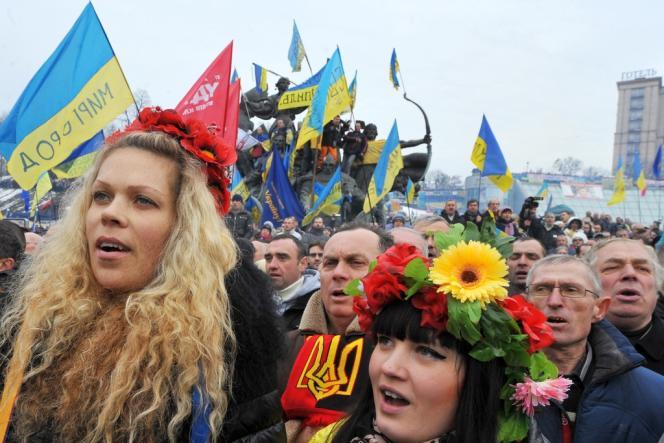 Près de 300 000 manifestants pro-européens se sont de nouveau réunis au centre de Kiev, dimanche 15 décembre.