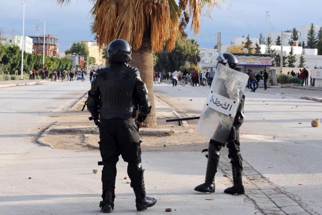 Lors d'une manifestation antigouvernementale, le 27 novembre à Siliana, à 150 km au sud-ouest de Tunis.