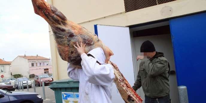 Lors d'une opération de gendarmerie, lundi 16 décembre, au dépôt d'une boucherie à Narbonne (Aude).