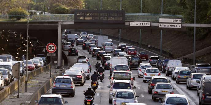 La vitesse est limitée à 70 km/h sur le périphérique parisien.