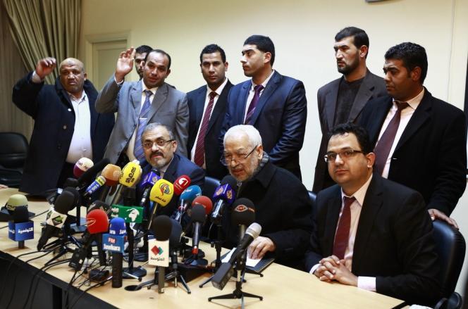 Rached Ghannouchi (au centre), lors d'une conférence de presse d'Ennahda, le 14 décembre à Tunis.