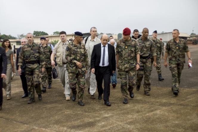 Jean-Yves Le Drian à Bangui le 13 décembre.
