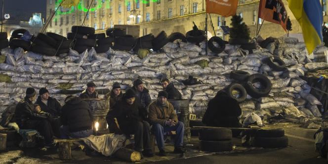 Des manifestants pro-européens sur la place de l'indépendance à Kiev, le 16 décembre.