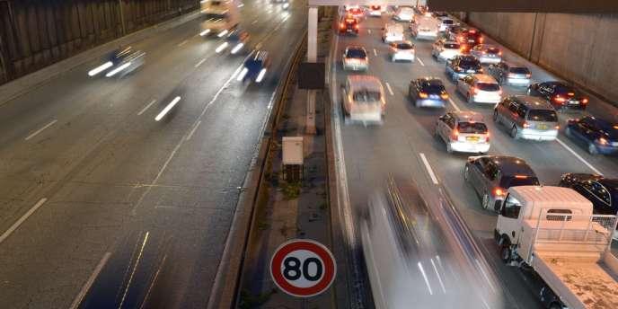 Le gouvernement a accédé à la demande de la municipalité parisienne : la vitesse sur le périph est réduite à 70 km/h depuis le 10 janvier, au lieu de 80 km/h auparavant.