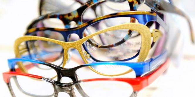 Parmi les mesures du projet de loi sur la consommation adopté lundi 16 décembre à l'assemblée, figure une plus grande ouverture de la vente en ligne de lunettes et lentilles, afin de faire baisser leur prix.