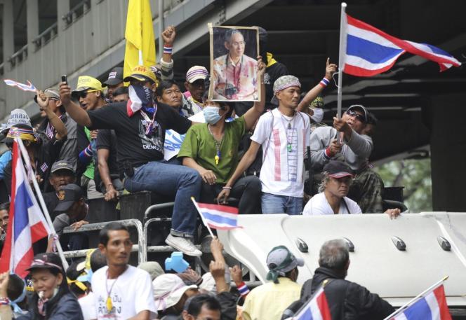 En Thaïlande, les militants de l'opposition continuent de manifester quotidiennement contre le gouvernement.