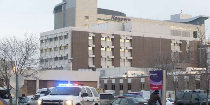 Devant le Renown Regional Medical Center de Reno, où a eu lieu une fusillade mardi 17 décembre.
