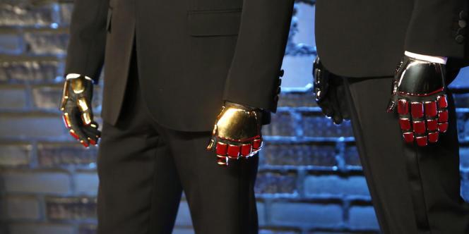 Les mains des Daft Punk lors des MTV Video Music Awards à New York le 25 août 2013.