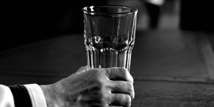 Rapporter son verre vide au comptoir, du travail dissimulé ?