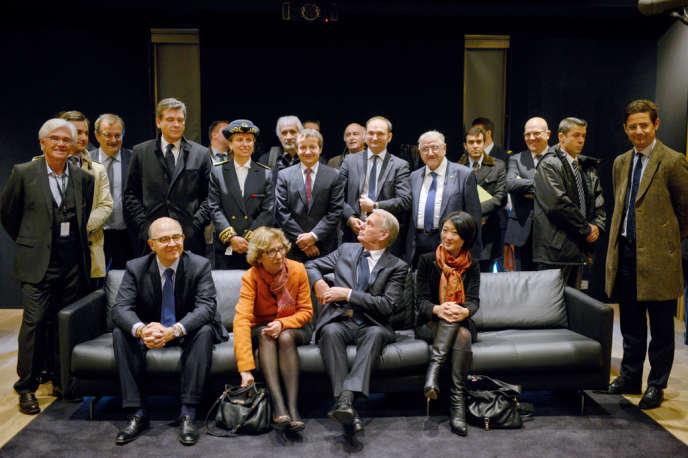 Jean-Marc Ayrault, avec Pierre Moscovici, Geneviève Fioraso, Fleur Pellerin et Arnaud Montebourg à Saint-Etienne, le 4 novembre.