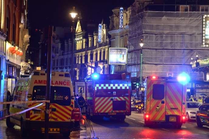 Le toit de l'Apollo Theatre, en plein centre de Londres, s'est effondré jeudi 19 décembre au soir au milieu d'une représentation théâtrale, faisant trente blessés