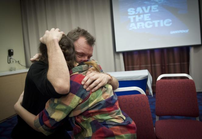 Des militants de Greenpeace, après le vote de la loi d'amnistie.