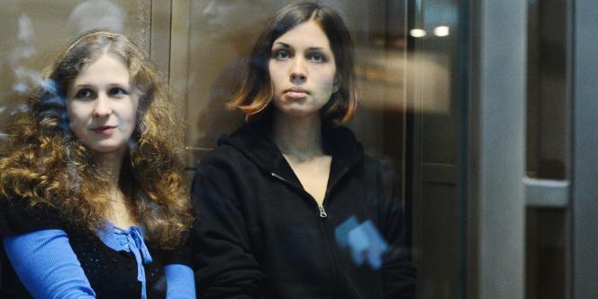Maria Aliokhina (à gauche) et Nadejda Tolokonnikova, en octobre 2012.