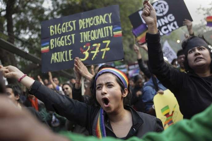 La Haute Cour de la capitale indienne avait considéré en 2009 que l'article 377 du code pénal de 1860, qui criminalise les relations homosexuelles consenties, surtout la sodomie, constituait une
