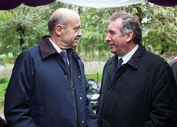 Alain Juppé et François Bayrou, le 10 novembre 2013 à Saint-Léon-sur-Vézère (Dordogne).