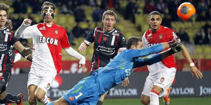 Les Monégasques ne sont pas parvenus à s'imposer à domicile face à Valenciennes, laissant le titre de champion d'automne au Paris Saint-Germain.