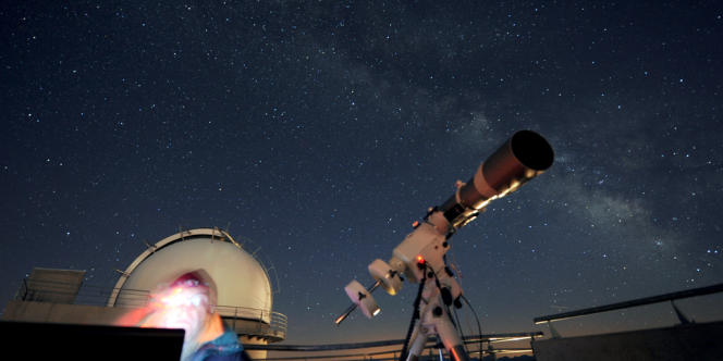 Depuis 2006, l'observatoire du Pic du Midi propose des visites nocturnes pour observer les étoiles.