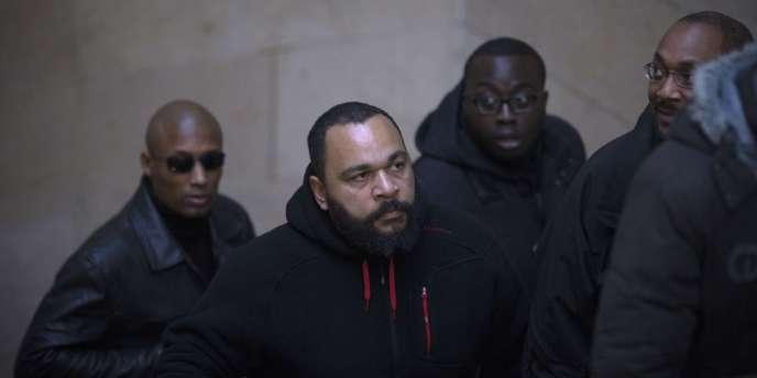 Dieudonné lors de son procès en diffamation le 13 décembre 2013.